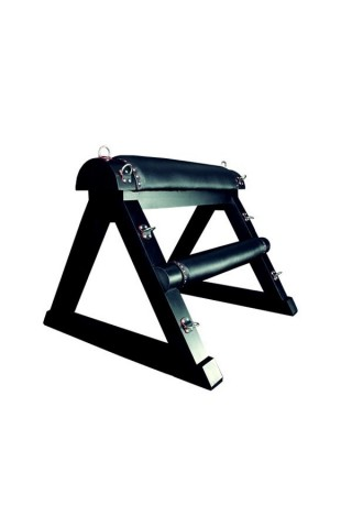 Стойка за връзване с метални пръстени и кожени елементи